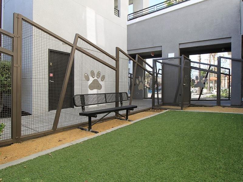 Bridgecourt Apartments in Emeryville, CA - Pet Par