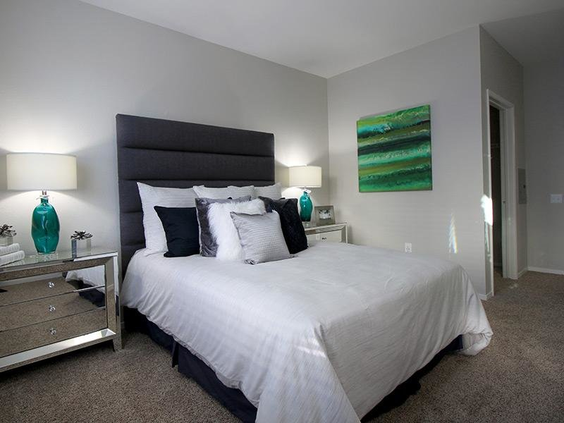 Emeryville Apartments - Inside Bed Room