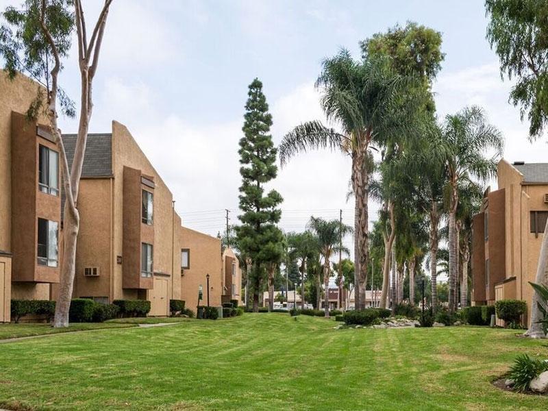 Exterior of Horizon Apartments in Santa Ana, CA