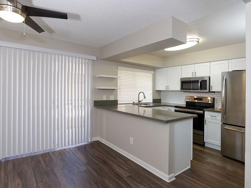 Kitchen - Apartments in Santa Ana